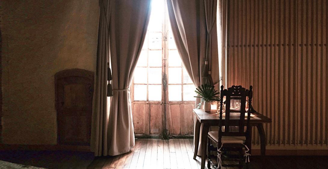 chambre d 39 h tes grenade artistique atypique confortable puy en velay. Black Bedroom Furniture Sets. Home Design Ideas